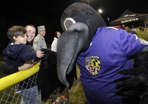 Baltimore_Ravens_mascot_Poe_Nov_2014