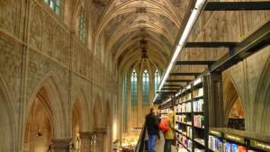 Libreria Boekhanden Dominicanen, Maastricht:  Viene definita come la libreria più bella del mondo. E forse non è un'esagerazione: i volumi sono disposti all'interno di una chiesa settecentesca. Perché, si sa, la lettura è sacra.