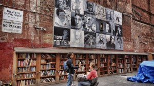 Libreria The Last Bookstore, Los Angeles. Entrare in questa libreria è come entrare in un mondo parallelo: volumi antichi e usati formano delle enormi colonne che sembrano quasi sostenere la struttura. Per chi ama le letture di spessore.