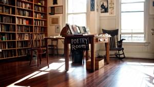 Libreria City Lights, San Francisco. Fondata dal poeta Lawrence Ferlinghetti, offre ai clienti varie postazioni per leggere libri e sceglierli in tutta comodità. Assolutamente un must se capiti dalle parti di San Francisco.