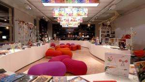 Libreria Cook & Book, Bruxelles. Un po' libreria, un po' café. Ogni sala è un mondo a parte, con un design completamente diverso dagli altri ambienti della libreria. Ce n'è davvero per tutti i gusti.