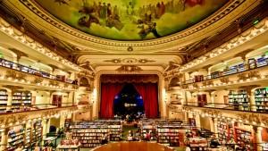 Libreria El Ateneo, Buenos Aires: Un teatro trasformato in libreria, con spettacolari affreschi che ornano i soffitti e musica da piano bar in sottofondo. E la lettura diventa uno spettacolo.