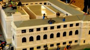 Duecentomila mattoncini e centotrenta ore di lavoro per una versione LEGO per la biblioteca St. Louis Public Library's Central. Veramente impressionante.
