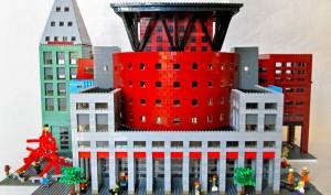 Anche se fatta di mattoncini LEGO, la biblioteca pubblica di Denver è davvero imponente. È stata realizzata nel 2010, ed è ricchissima di particolari veramente divertenti.