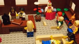 Accogliente e ben fornita, offre uno spazio adatto a tutti: per chi vuole riposare, chi desidera sorseggiare un caffè e chi ha voglia di leggere un libro con indosso un costume da gallina.