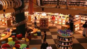 Libreria Livraria Cultura, San Paolo: Draghi volanti, aree chillout accoglienti, strane creature che si arrampicano sulle grandi colonne. Livraria Cultura è la libreria più grande del Brasile. Per letture a ritmo di samba.