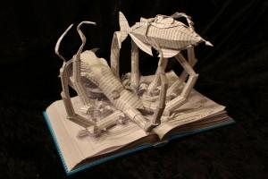 """Immergersi nella lettura, letteralmente. Con la scultura di Jodi ispirata a """"Ventimila leghe sotto i mari"""" è facile."""