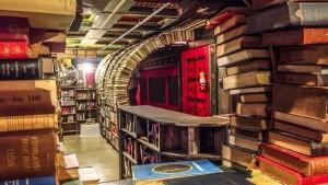 Libreria The Last Bookstore, Los Angeles: Entrare in questa libreria è come entrare in un mondo parallelo: volumi antichi e usati formano delle enormi colonne che sembrano quasi sostenere la struttura. Per chi ama le letture di spessore.