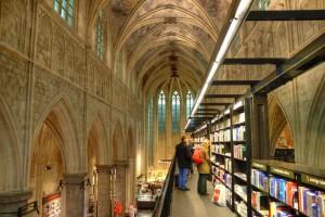 Boekhandel Dominicanen, Maastricht. Viene definita come la libreria più bella del mondo. E forse non è un'esagerazione: i volumi sono disposti all'interno di una chiesa settecentesca. Perché, si sa, la lettura è sacra.