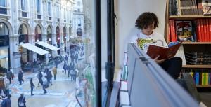 Galleria Rizzoli, Milano. Si trova nella galleria Vittorio Emanuele II, il celebre passaggio – costruito nel 1865 – che collega piazza Duomo e piazza della Scala. Tre piani dedicati alla lettura nel cuore pulsante di Milano.
