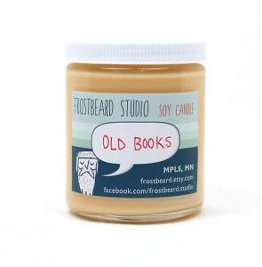 """Esiste qualcosa di più meraviglioso dell'odore di un vecchio libro? Se per caso non doveste averne uno a portata di mano (e di naso), ci pensano i ragazzi di Frostbeard  Studio con le loro candele alla  fragranza di """"Old books"""": pazzesche!"""