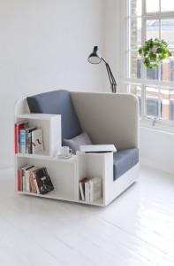Dal design semplice e raffinato, la Library Chair disegnata da Studio TILT non è solo comoda, ma anche strategica. Con questa poltrona in casa non potrai più lamentarti di non avere i tuoi libri sempre a portata di mano e di lettura.