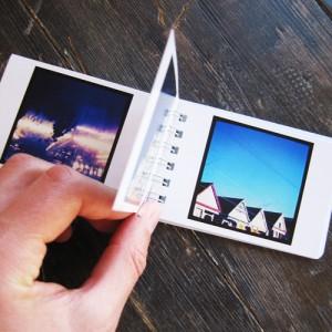 Social Print Studio propone agli amanti di Instagram di stampare le loro creazioni in diversi formati. Tra i tanti ci sono i Mini Book che possono contenere cinquanta immagini e misurano 90 mm x 60 mm, i Tinibook (37 mm x 44 mm) con ventiquattro foto ciascuno e i  Mini Stickers, libretti che contengono sticker quadrati di 2 cm di lato ciascuno.
