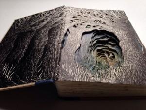 Una fitta vegetazione. Del resto la carta dei libri deriva dagli alberi, quindi perché non farli tornare alle originii?