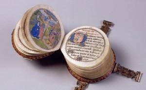 Un libro in miniatura, di forma circolare, con un diametro di soli nove centimetri. Creato attorno al 1480, è un antico ed eccellente esempio di creatività in ambito editoriale.