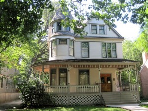 A Oak Park, Illinois, si trova la casa natale di Ernest Hemingway. Se capiti durante la settimana del 17 luglio, hai anche la possibilità di festeggiare il suo compleanno!