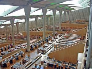 Non è rimasto nulla, purtroppo, dell'antica Biblioteca di Alessandria. Nel 2002 è stata aperta la nuova versione, in omaggio a quella storica. (Photo Credits archer10-Dennis)