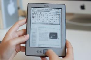 Il Kindle Touch, lanciato nel 2011 insieme al Kindle 4, presenta un display touch screen.
