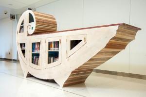 «Nautilus», di Katie Hudnall: è costruito in legno e plexiglass, e consente di immergersi nella lettura.