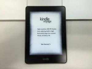 Kindle Voyage, lanciato nel 2014 (in Italia 2015), rappresenta l'evoluzione del Paperwhite: ha un display a inchiostro elettronico da sei pollici e densità di 300 dpi. Inoltre presenta un nuovo font per migliorare la leggibilità.